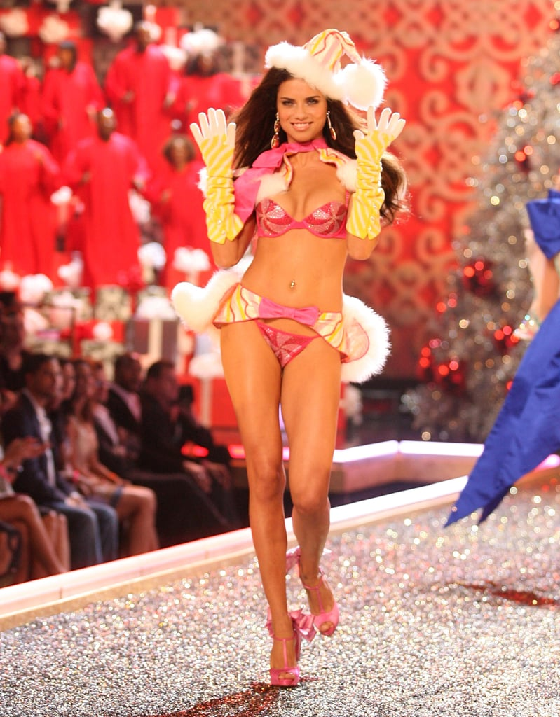 Adriana Lima gave a flirty wave in 2007.