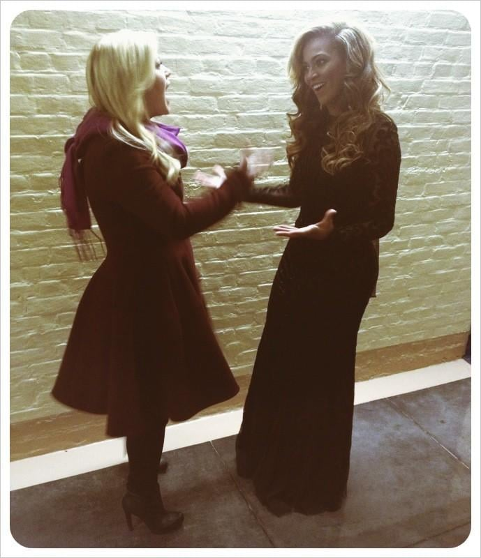 Kelly Clarkson and Beyoncé chatted together after performing at the Presidential Inauguration. Source: Twitter user kelly_clarkson