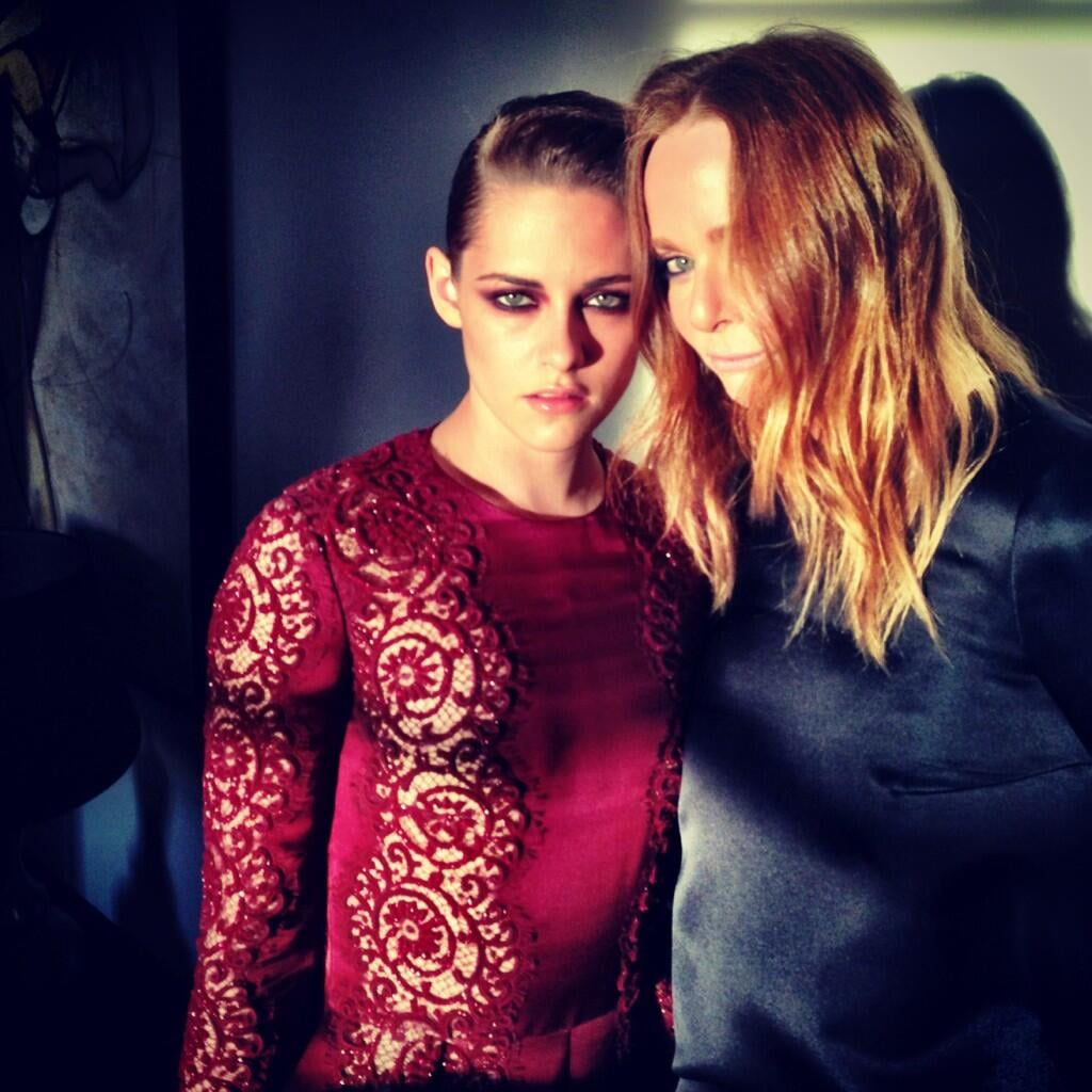 Kristen Stewart and Stella McCartney posed together before hitting the red carpet. Source: Twitter user StellaMcCartney