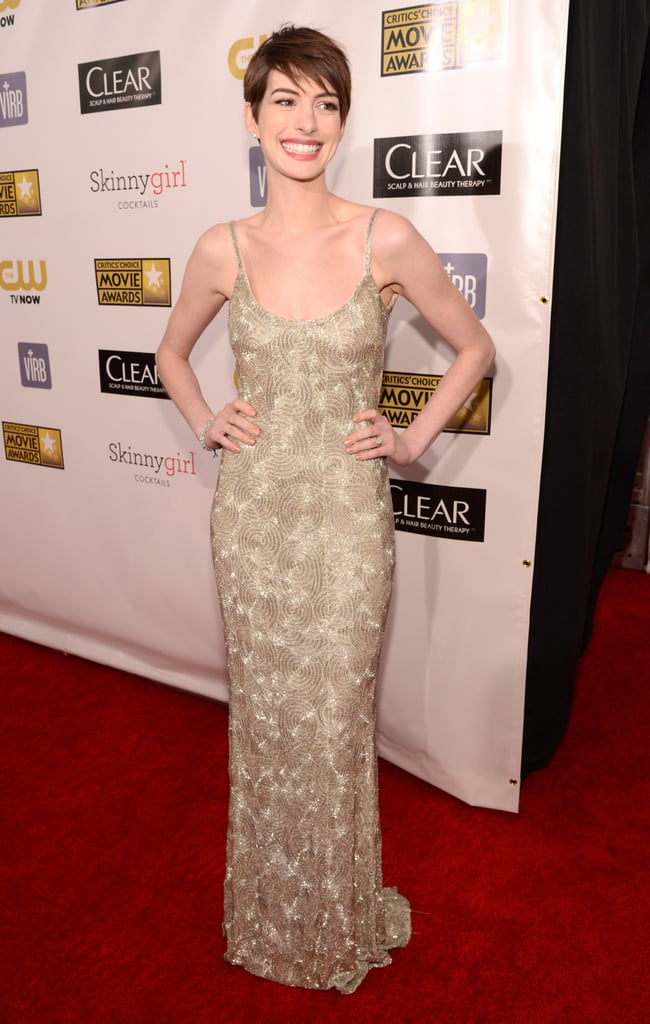Anne Hathaway wore a gold Oscar de la Renta gown at the Critics' Choice Awards.