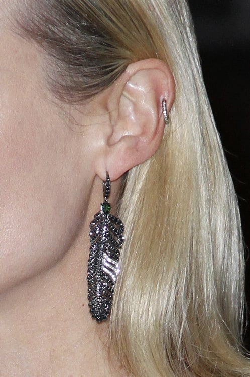 Diane finished off her look with stunning metallic feather earrings and her signature diamond minihoop.