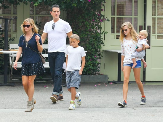 celebrityReese-Witherspoon-Lunch-Her-Family-LA