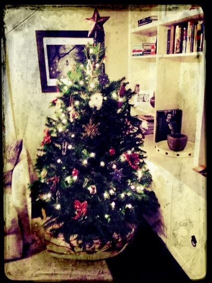 Revenge's Emily VanCamp shared a snap of her Christmas tree.  Source: Twitter user Emily VanCamp