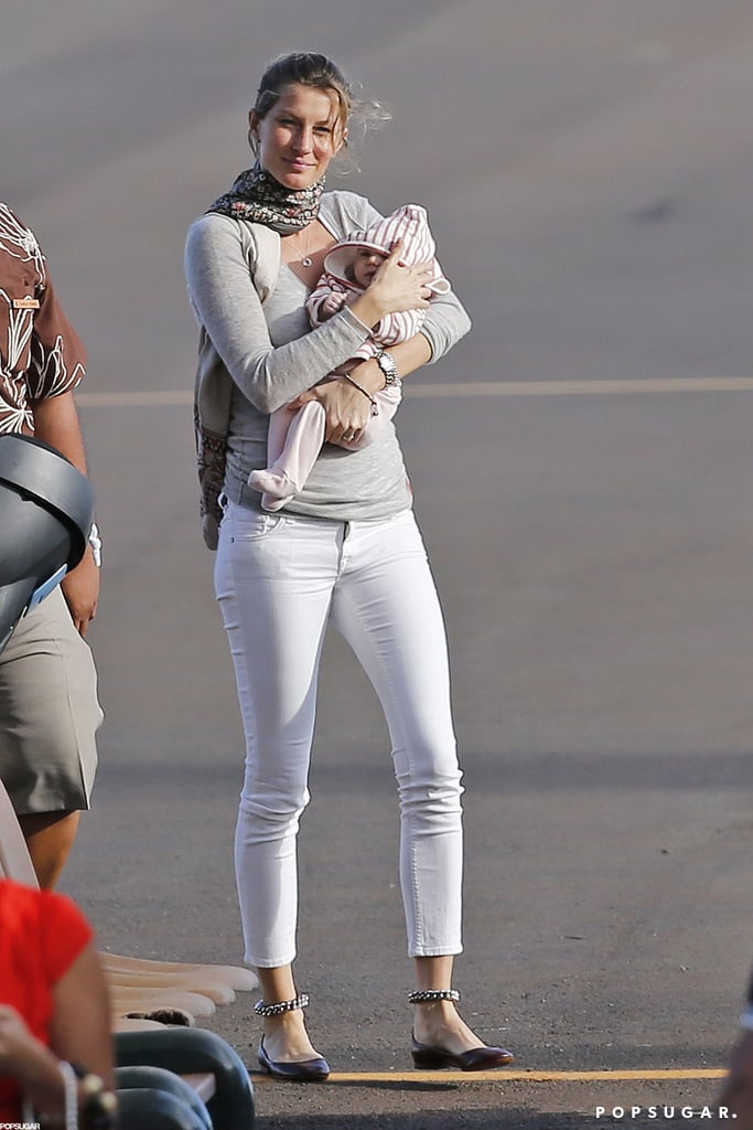 Gisele Bundchen showed off baby Vivian for the first time in Hawaii.