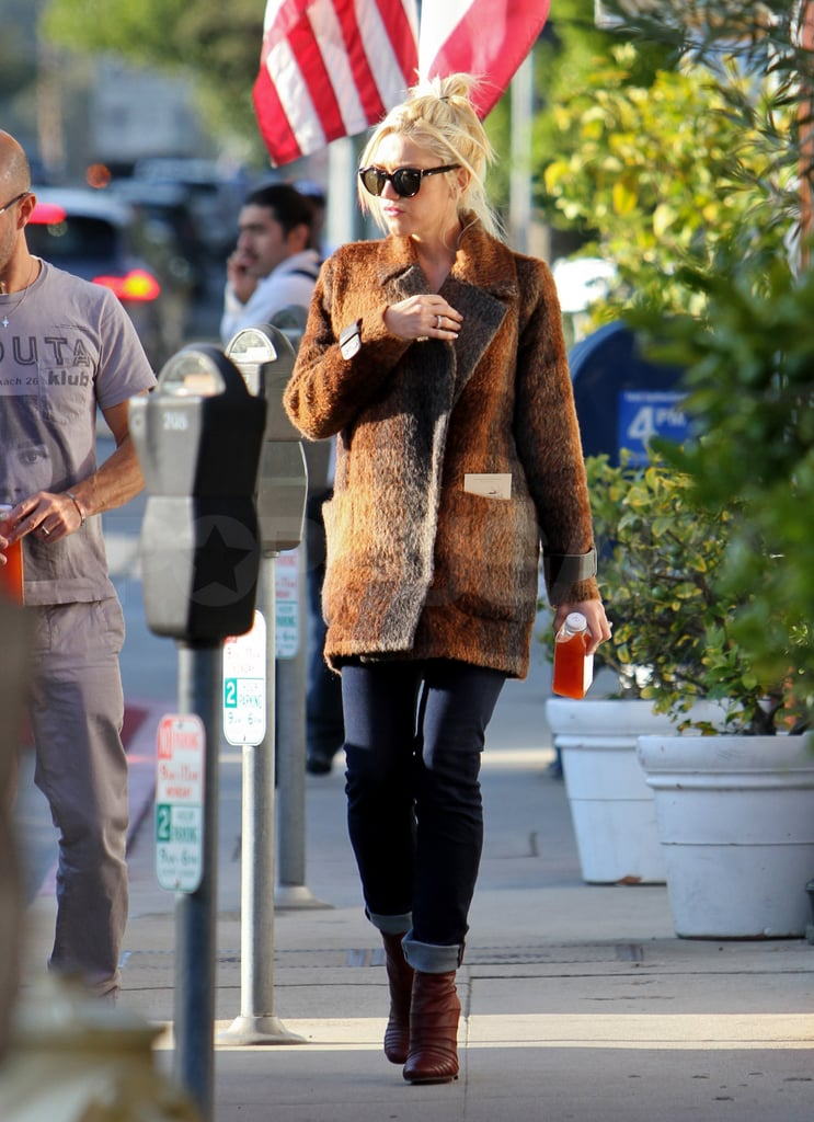 Gwen kept hydrated with a vitamin-packed beverage from LA's Pressed Juicery.