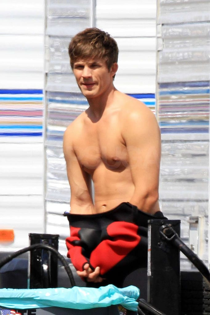 Pictures of 90210 Shirtless Guys