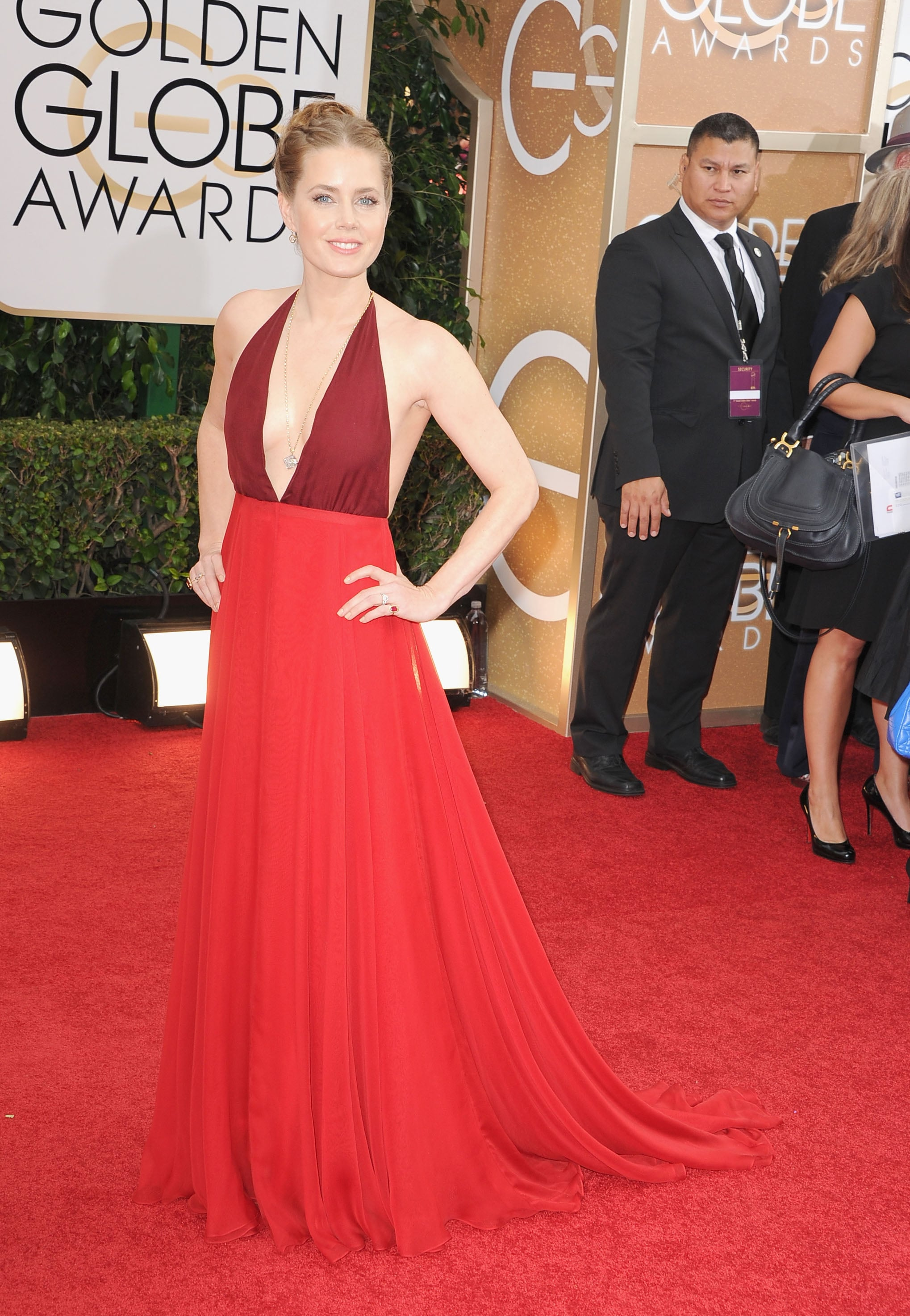Amy Adams sported a sexy, low-cut red gown on the Golden Globes carpet.
