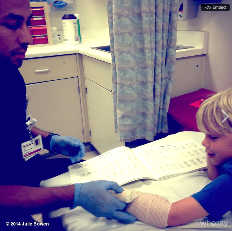 One of Julie Bowen's sons spent his Sunday in the ER, getting his broken arm cared for. Source: WhoSay user juliebowen