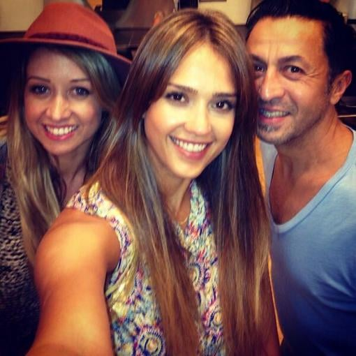 Jessica Alba took a photo with her hairstylists and thanked them for her new 'do. Source: Twitter user jessicaalba