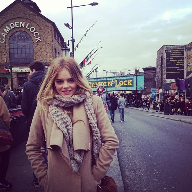 Home and Away actress Samara Weaving stayed warm when she visitd London. Source: Instagram user samweaving