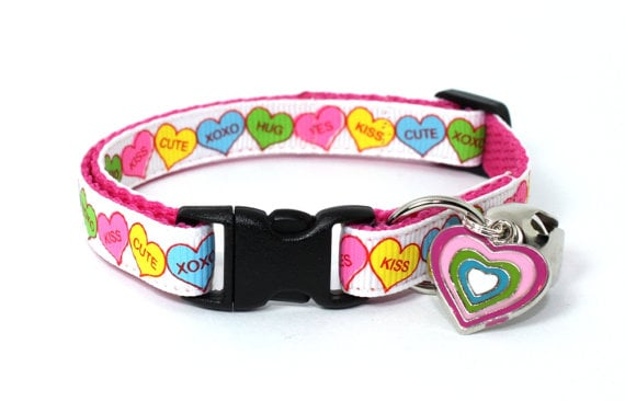 Cats rarely let you know what they are thinking, but with this heart-filled collar, you can pretend that your kitty has nothing but love for you.