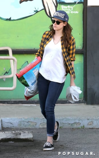 Kristen-carried-big-bag-dog-food-while-out-running-errands