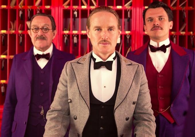 Author (Tom Wilkinson), M. Chuck (Owen Wilson), and Pinky (Florian Lukas).