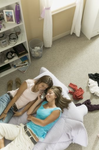 Teens Not Sleeping Enough Because of Their Gadgets