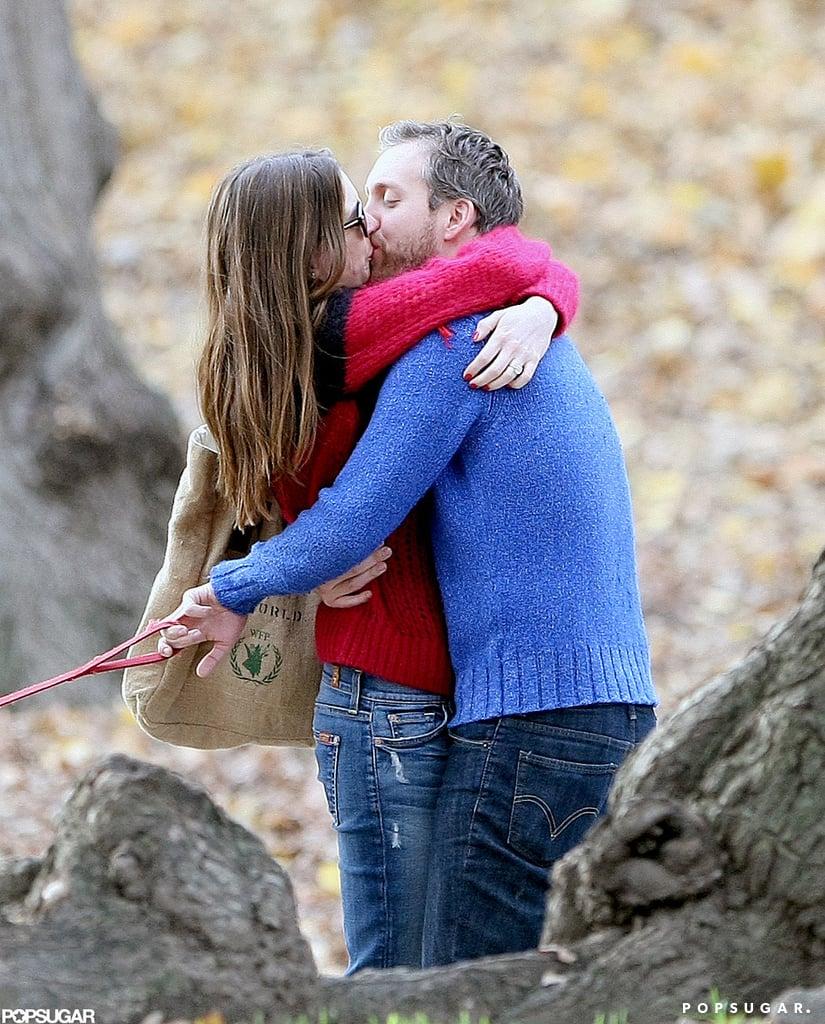 Anne Hathaway and Adam Shulman shared a kiss in Manhattan in November 2011.
