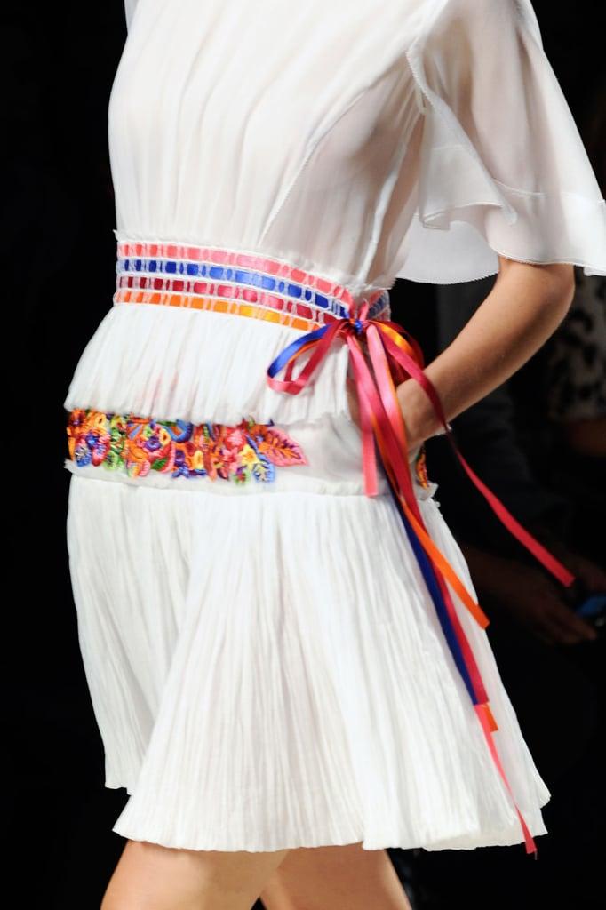 Как сделать на платье с пояс из атласной ленты