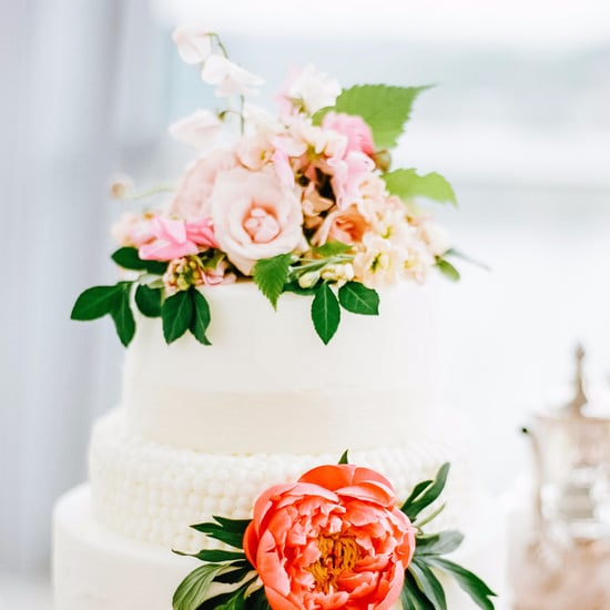 Ways to Dress Up Your Wedding Cake
