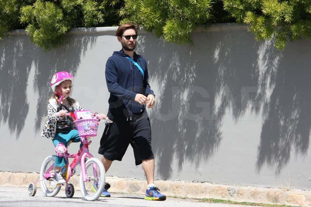 Tobey Maguire and Ruby Maguire took her pink bike out for a spin.