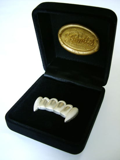 The Scoop: Snoop Dogg's Dogs Get Grillz