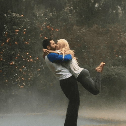 Christina Aguilera Kisses Fiance in the Rain Photo