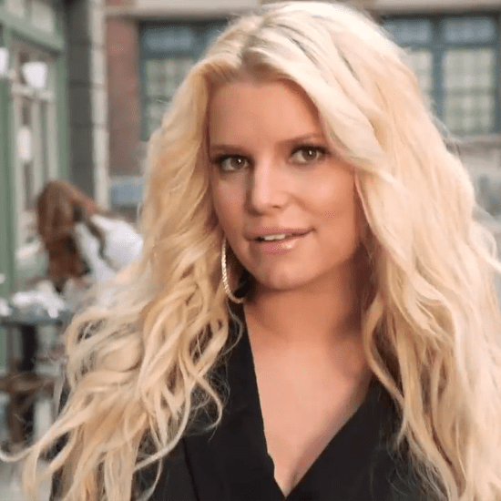 Jessica Simpson Pregnant on Vacation (Video)