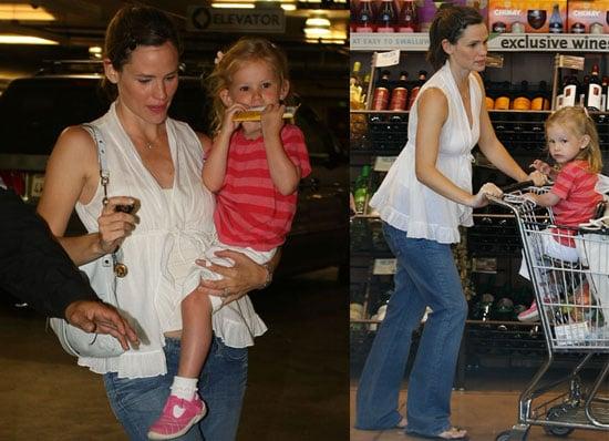 Photos of Probably Pregnant Jennifer Garner with Violet At Whole Foods