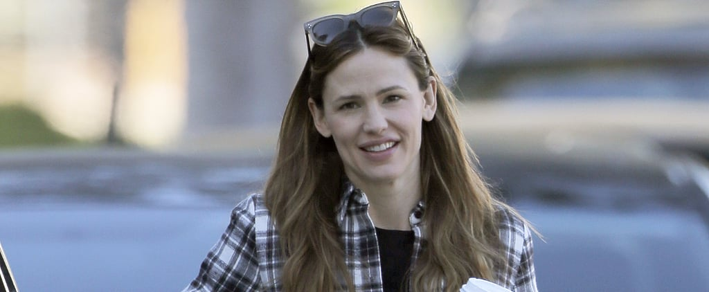Jennifer Garner Wears a Plaid Shirt and a Smile For a Day of Errands in LA