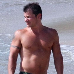Shirtless Pictures of Nick Lachey and David Charvet