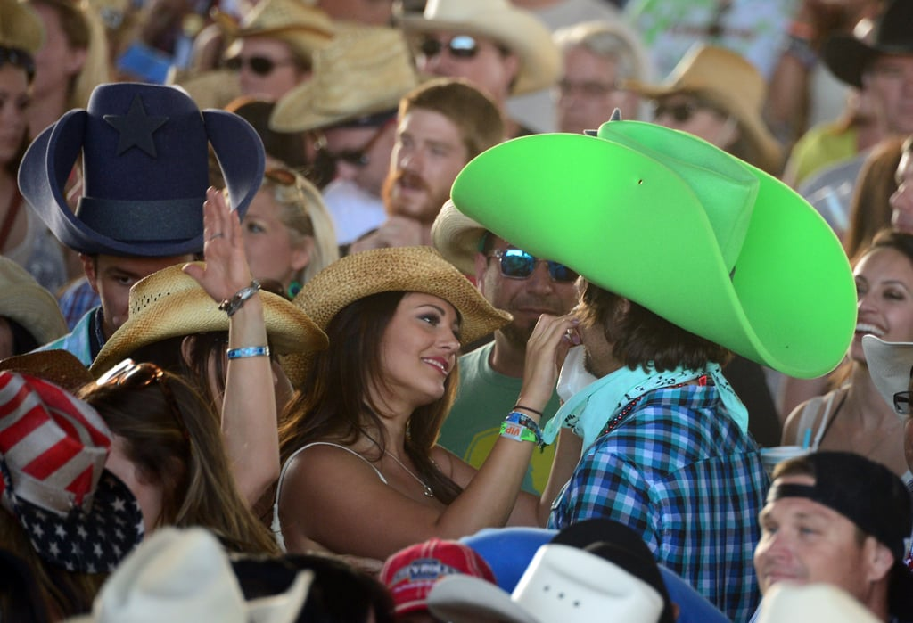 A couple shared a cute moment in the crowds of Stagecoach in 2014.