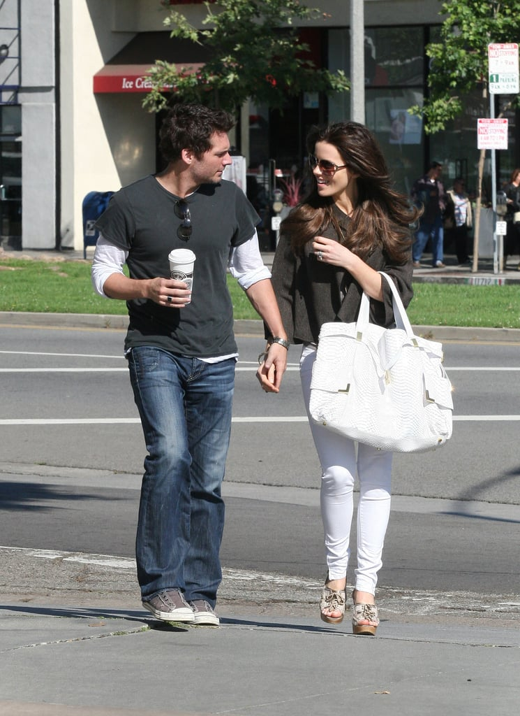 Kate coordinated her oversize white tote with her Summer-ready denim while shopping around LA with Len in May 2008.