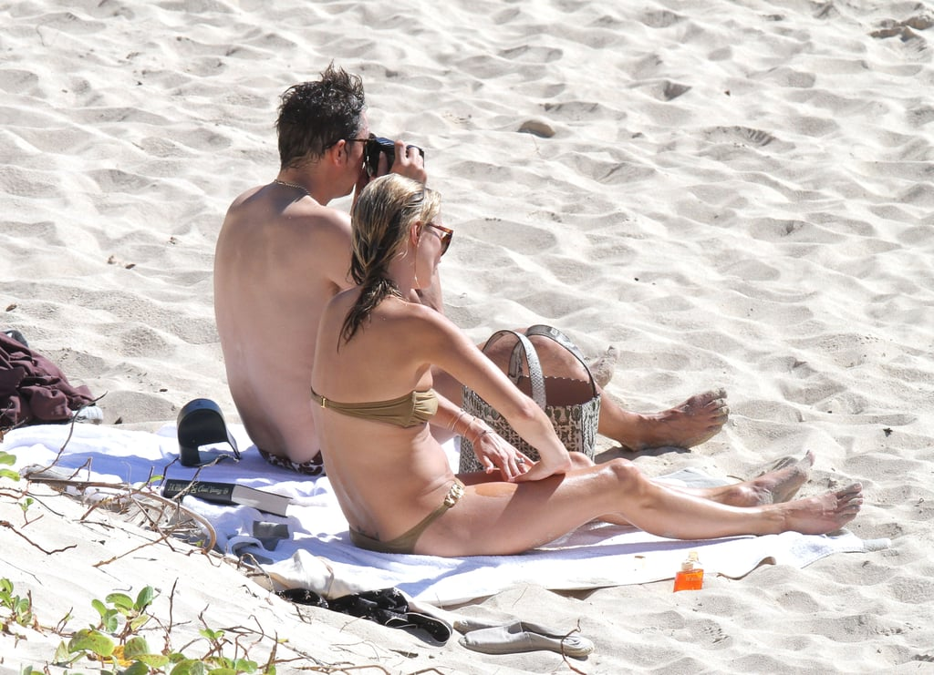 Kate Moss and Jamie Hince had a nice day at the beach.