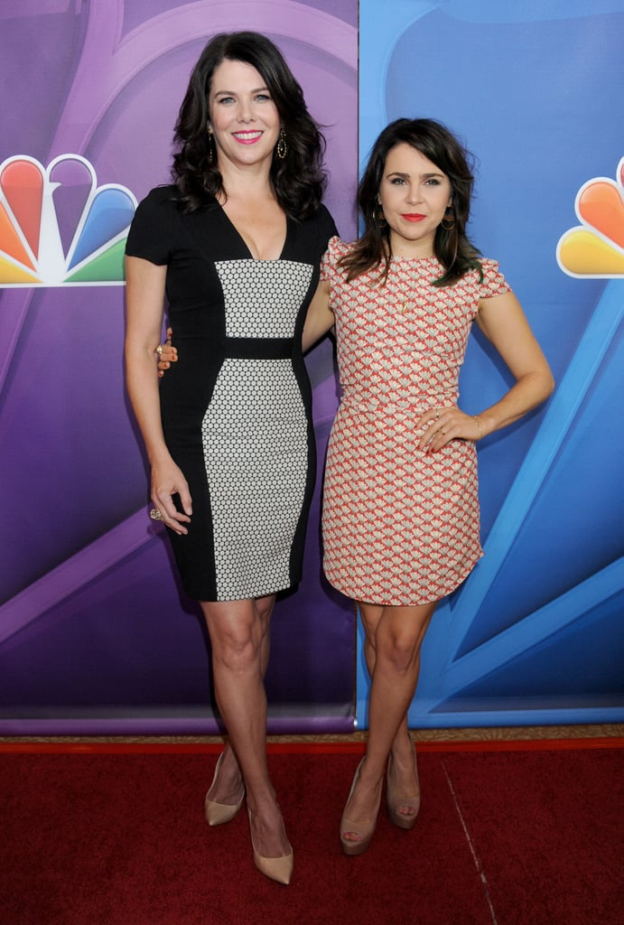 Lauren Graham and Mae Whitman posed together on the red carpet.