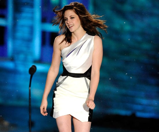 Slide Picture of Kristen Stewart at 2010 Spike Scream Awards in LA
