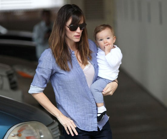 Slide Photo of Jennifer Garner with Seraphina in Santa Monica