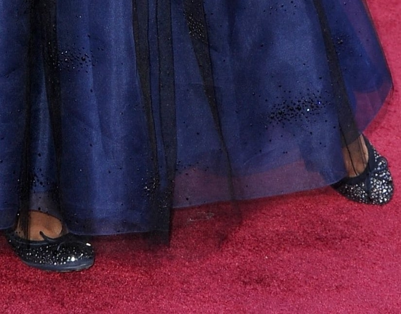 Quvenzhané Wallis donned adorable sequined bow flats with her sparkly blue gown on the red carpet.