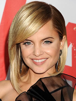 Mena Suvari to Star in TV Land Comedy Inspired by RHOBH's Kyle Richards' Life