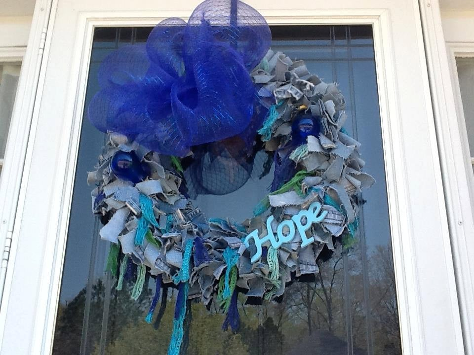 Denim Wreaths | 221 Upcycling Ideas That Will Blow Your ...