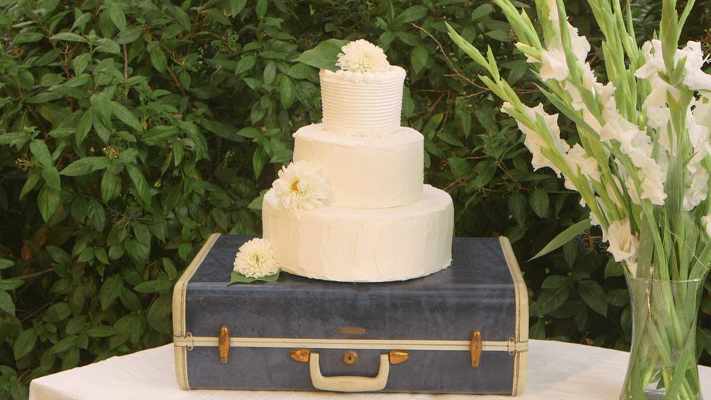 9 Ways to Throw a Travel-Themed Wedding