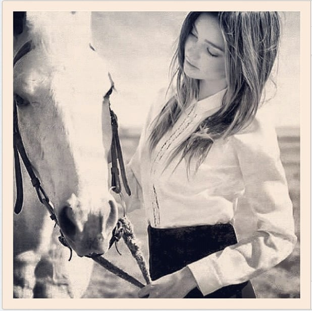 Miranda Kerr made friends with a horse. Source: Instagram user mirandakerrverified