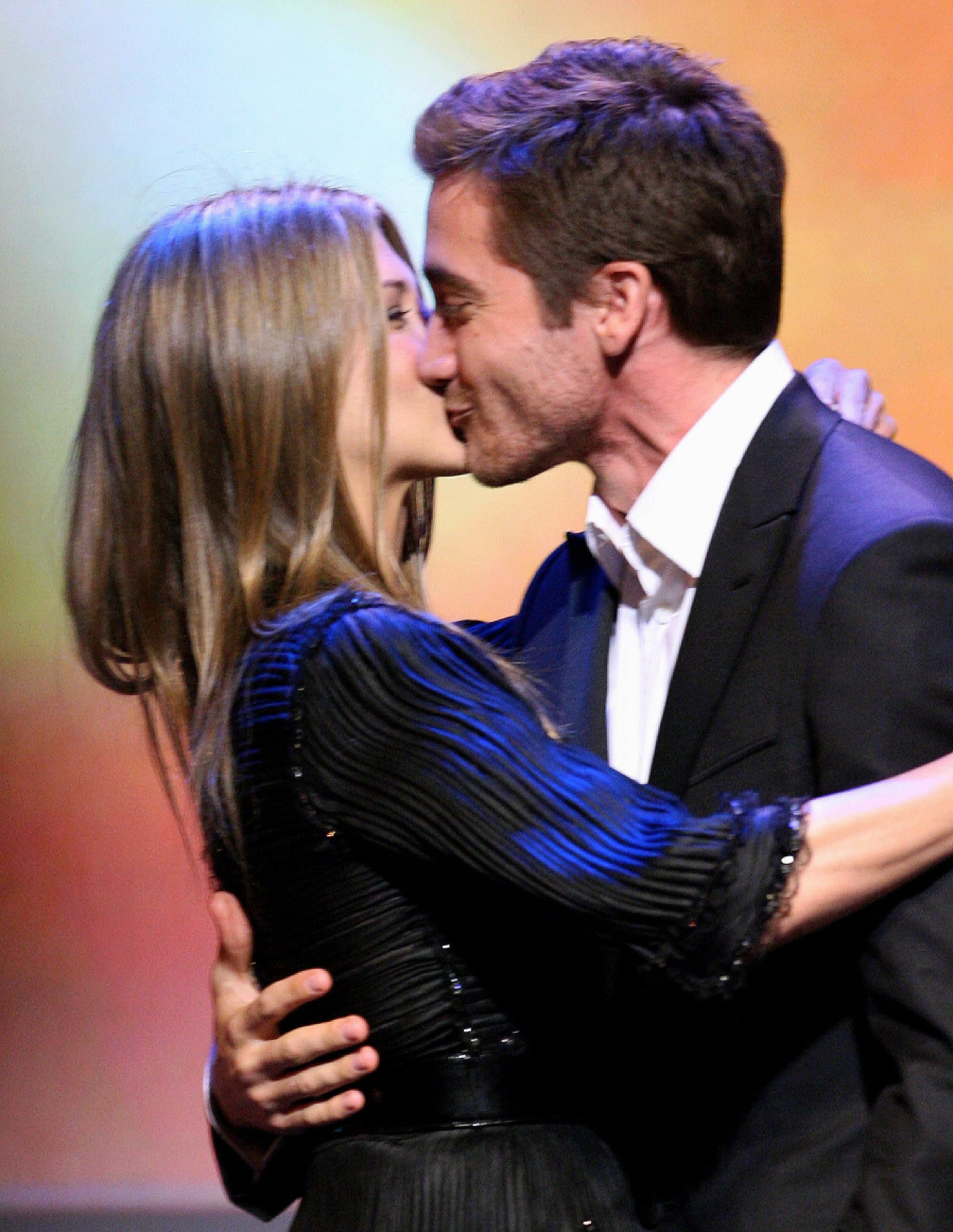 Jennifer Aniston shared a congratulatory kiss with Jake at the 2007 GLAAD Media Awards in LA.