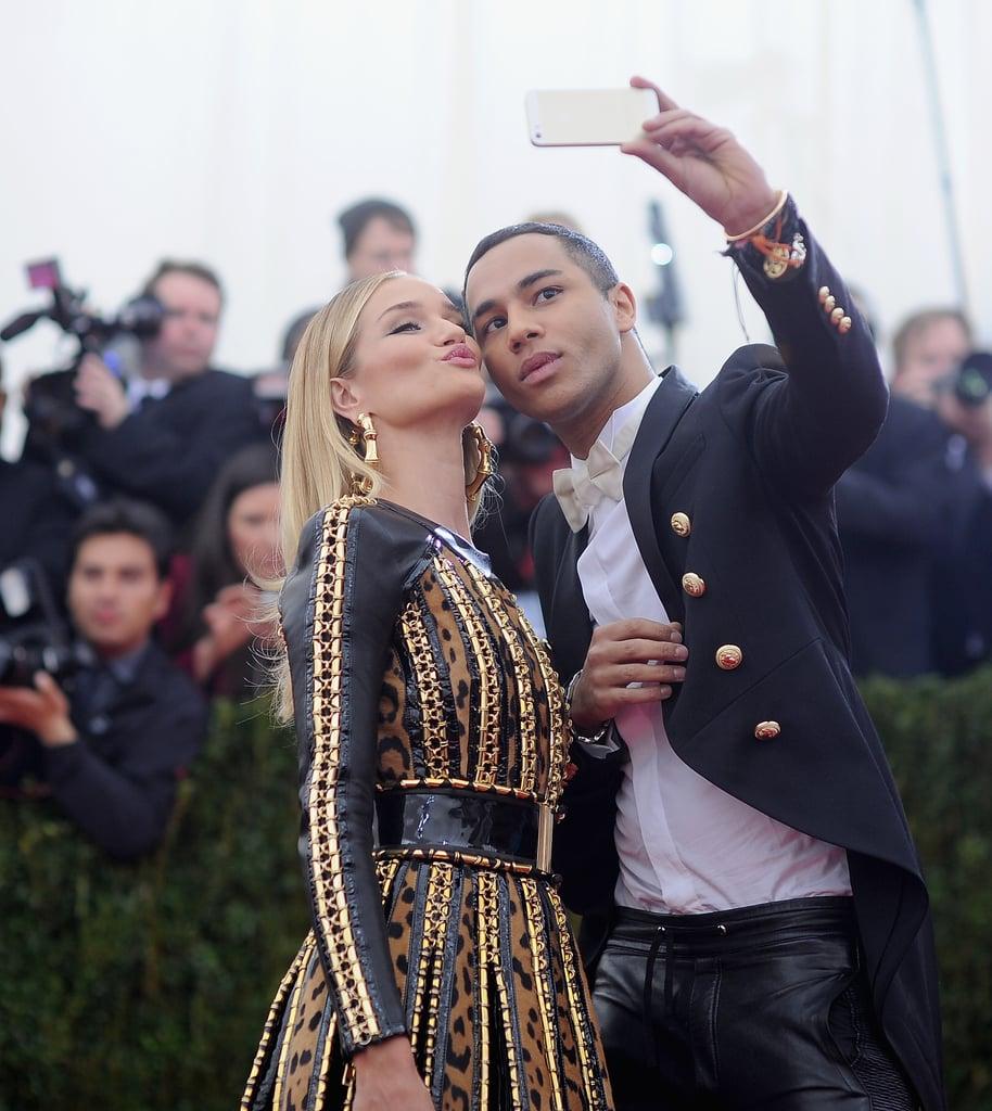 Rosie Huntington-Whiteley got close to designer Olivier Rousteing for a selfie on the carpet.