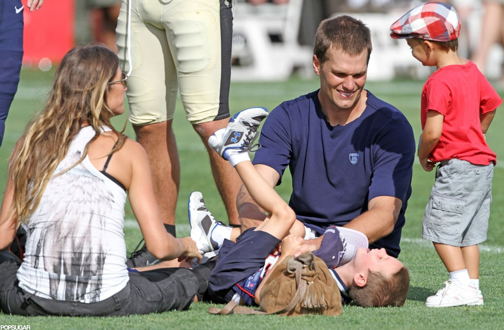 Tom and Pregnant Gisele Kiss and Cuddle With Jack and Ben!