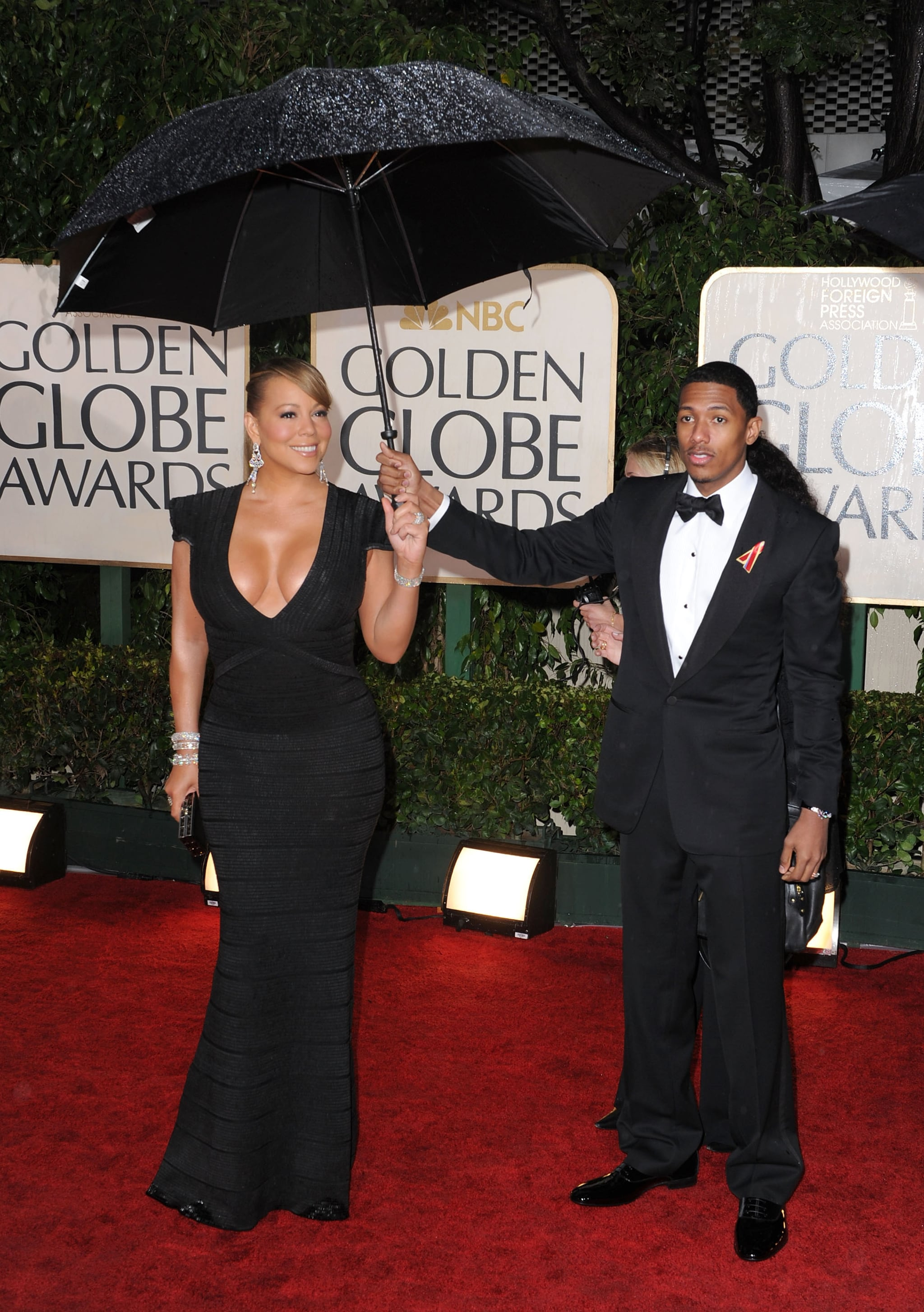 Nick Cannon held an umbrella out for his leading lady Mariah Carey at the January 2012 Golden Globes in LA.