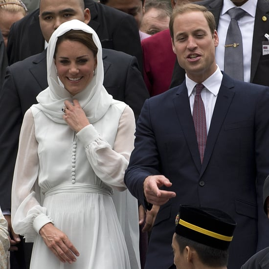 Kate Middleton Barefoot at Mosque Pictures