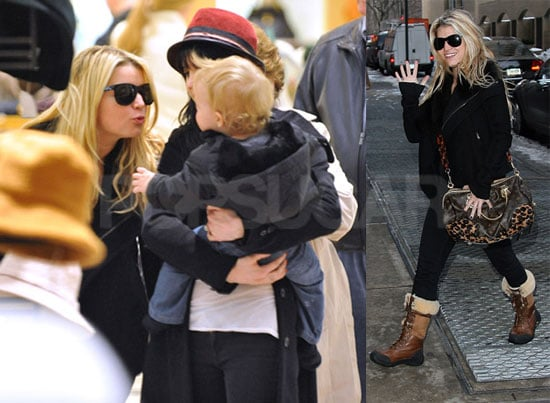 Photos of Jessica Simpson, Ashlee Simpson, Pete Wentz, Bronx Wentz, Tina Simpson, and Joe Simpson Shopping in NYC