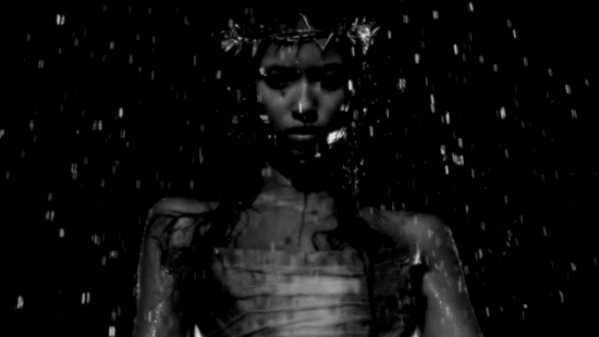 See Nick Knight's Alexander McQueen Tribute Video from the 2010 British Fashion Awards