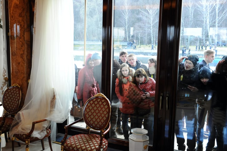 Members of the public looked through the house's windows to see inside.