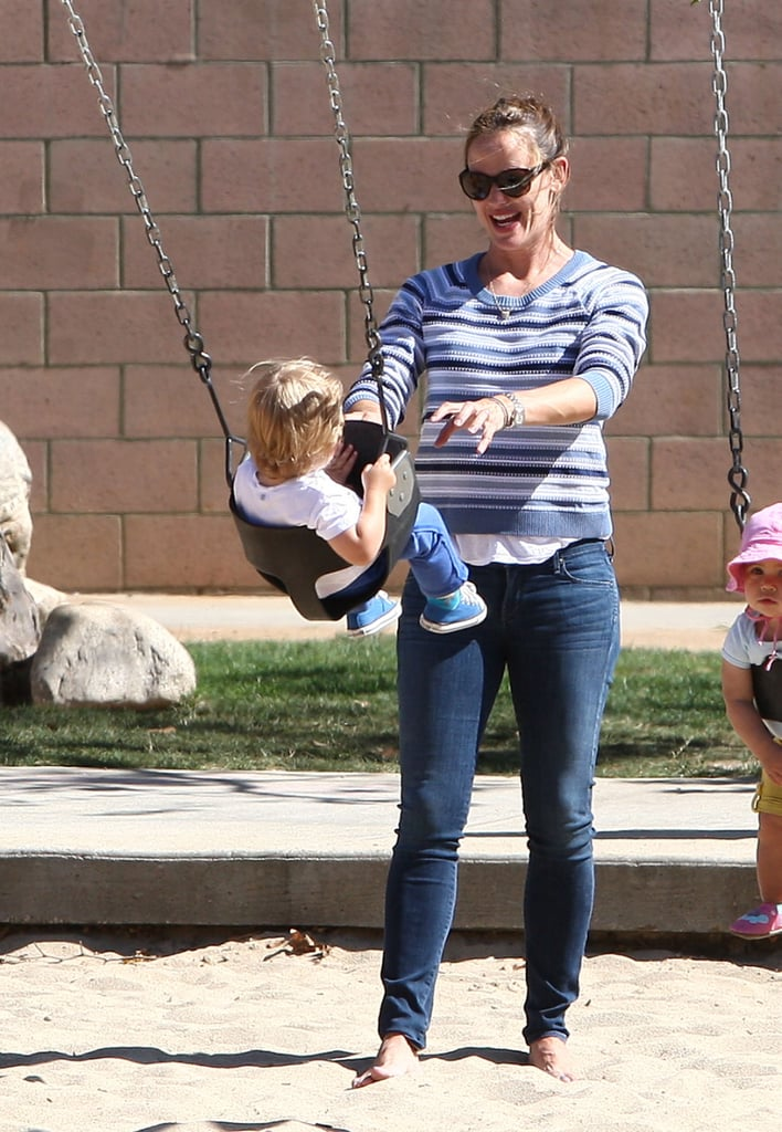 Jennifer Garner played with Samuel on a swing.