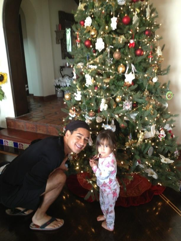 Mario Lopez and his daughter Gia decorated their Christmas tree.  Source: Twitter user MarioLopezExtra