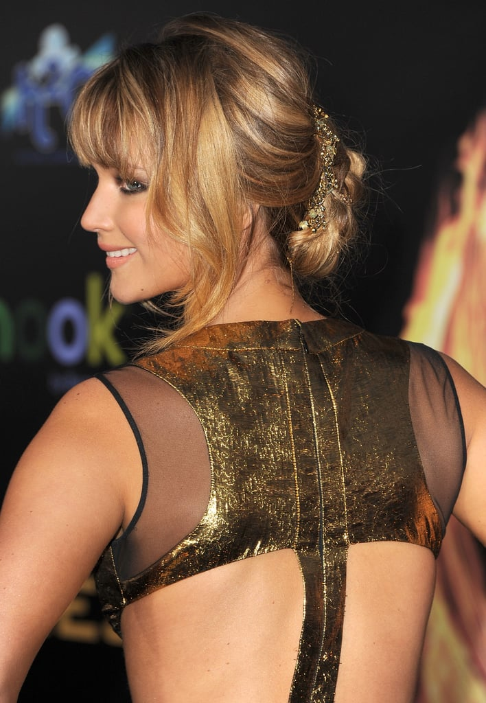 Jennifer complemented her look with a sexy, loose updo — plus we get a closer look at the gold lamé and sheer insets at the shoulders.